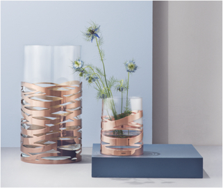 Litilla vase with flowers